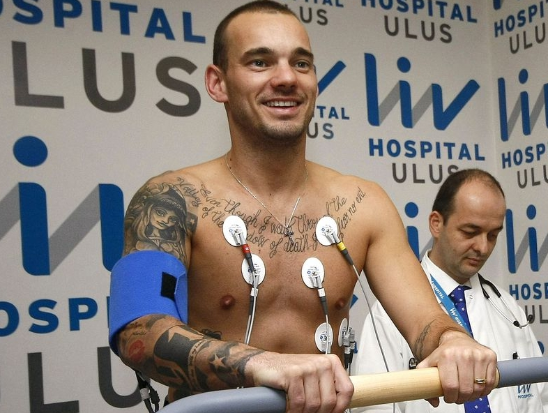 Wesley Sneijder in LIV Hospital